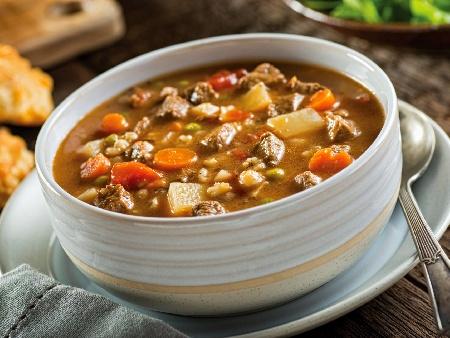 Яхния от телешки джолан с картофи, моркови, домати, грах, целина и бяло вино - снимка на рецептата